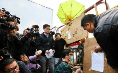 Sinh viên Hồng Kông thu dọn cho một đợt biểu tình cuối