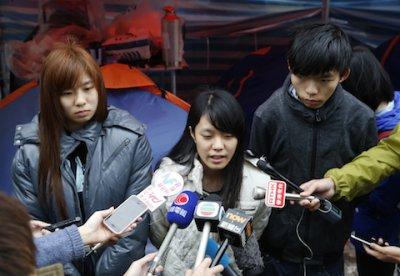 Sinh viên Hồng Kông không rút lui, thêm người tham gia tuyệt thực