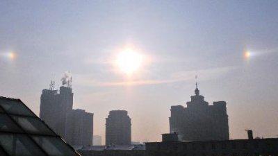 Trung Quốc: Ba, bốn mặt trời cùng xuất hiện một lúc