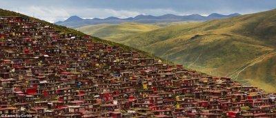 Thăm học viện Phật giáo Tây Tạng lớn nhất hành tinh qua ảnh