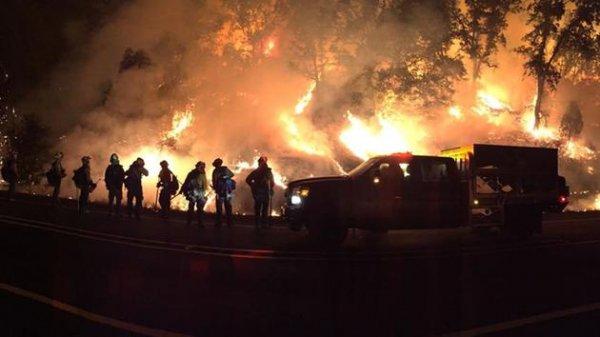 Cháy lớn trên khắp miền Bắc bang California, thiêu rụi gần 100 nghìn ha đất