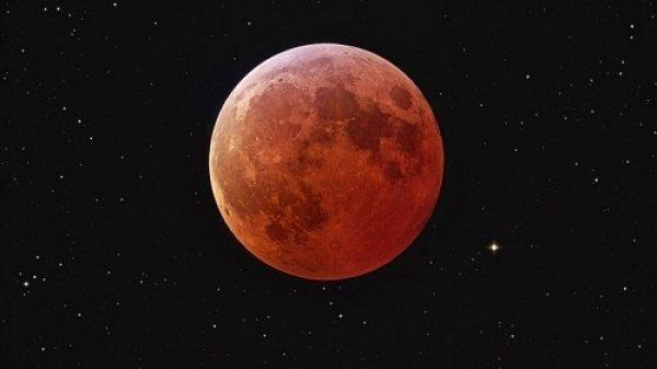 Vệ tinh của NASA có thể ngừng hoạt động vì siêu Trăng máu