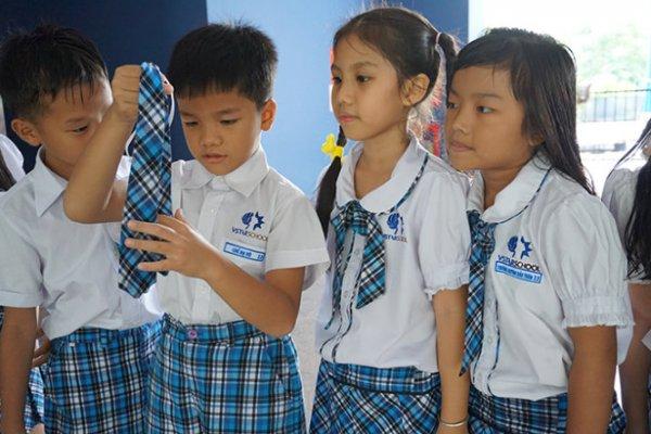 Trẻ bị thôi học vì chiếc cà vạt – Bài học đầu năm học dành cho … người lớn