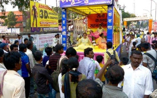 Ấn Độ: Pháp Luân Công thu hút người dân tại Lễ hội Dussera