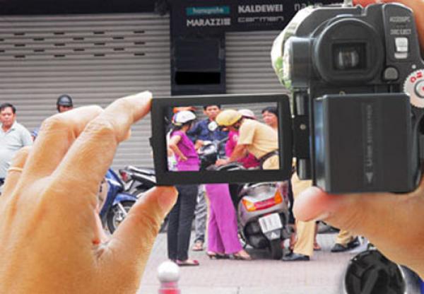 Bộ Tư pháp bác đề xuất cấm người dân ghi hình lén