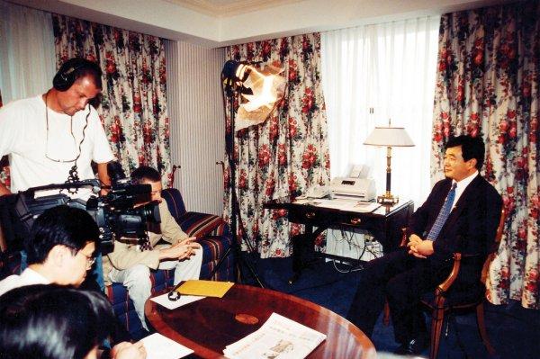 Buổi phỏng vấn độc quyền của đài truyền hình Tân Đường Nhân với ông Lý Hồng Chí