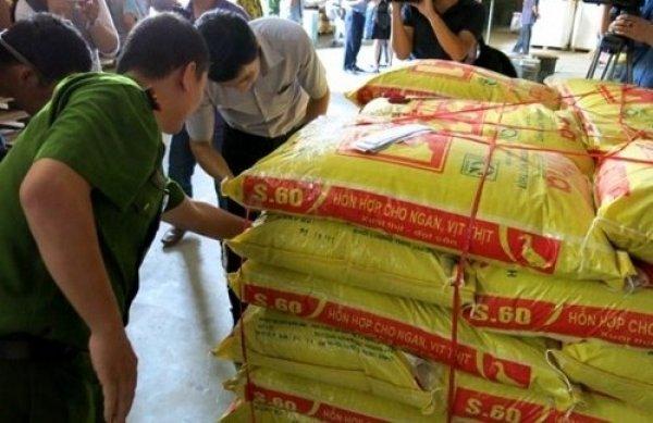Trộn chất cấm vào thức ăn chăn nuôi có thể bị phạt 20 năm tù và 1 tỉ đồng