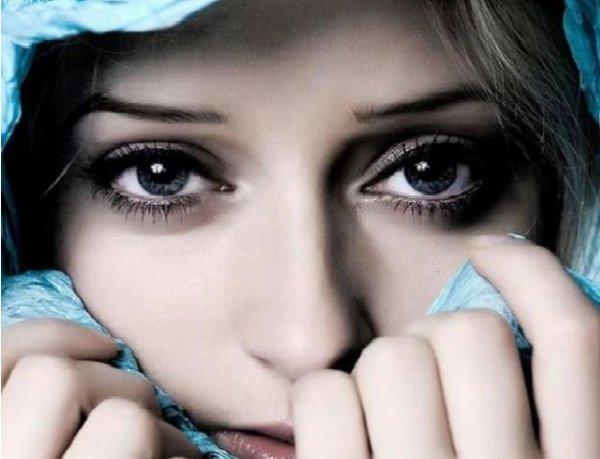 Mí mắt trái phải nháy liên tục điềm báo điều gì?