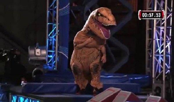 """""""Khủng long"""" T-Rex tham dự cuộc thi American Ninja Warrior"""