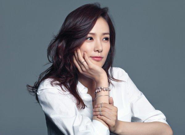 Học lỏm bí quyết chăm sóc da mặt chỉ trong 10 phút của mỹ nhân  Son Tae Young
