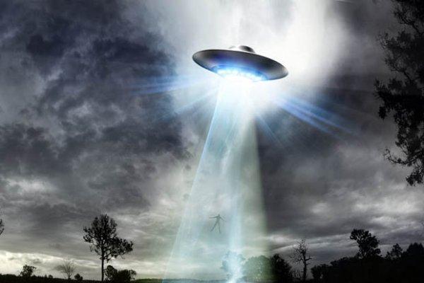 Cựu binh Anh tiết lộ chuyện bị MIB và người ngoài hành tinh bắt cóc