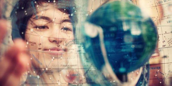"""Mê """"bom tấn"""" Star Trek, cô bạn 22 tuổi phát hiện ra 4 hành tinh mới"""