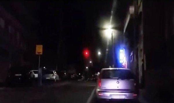 Quả cầu sáng đỏ nghi là UFO xuất hiên trên bầu trời Paris