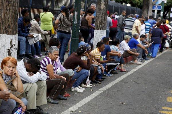 Venezuela khủng hoảng: Quan tài làm bằng bìa caton có giá… 5.500 USD