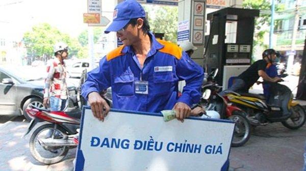 Giá xăng tăng 702 đồng ngày 5/9/2016
