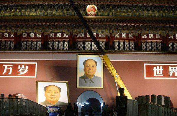 Bức ảnh Mao Trạch Đông nửa đêm bị gỡ bỏ, ĐCSTQ lại bị chất vấn