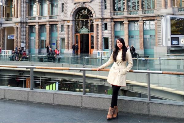 Du lịch khắp thế giới, cô gái 24 tuổi vẫn vận hành công ty thu 1,5 tỉ/tháng