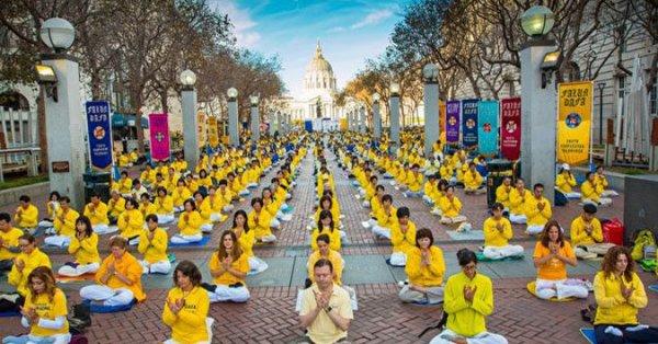 San Francisco: 3.000 học viên Pháp Luân Công luyện công tập thể cảm động du khách