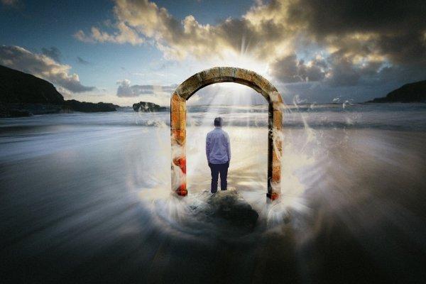 Khải thị trên ba cánh cửa của Đức Phật – Bài học ý nghĩa về nhân sinh