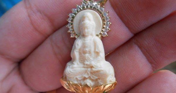 Nhiều người đeo hình tượng Phật trên người mà không biết mình đang bất kính với Phật