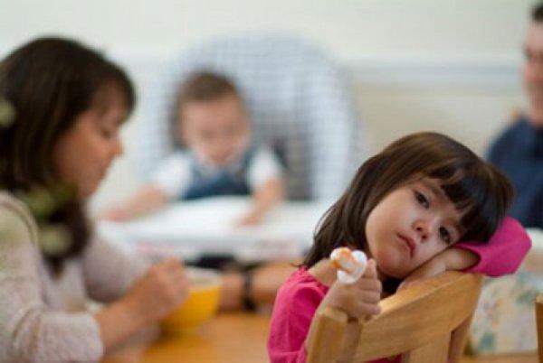 Mỗi ngày chúng ta 'rót' bao nhiêu thứ tiêu cực vào đầu trẻ mà không tự biết