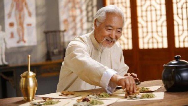 Bí quyết sống lâu trăm tuổi của vị thầy thuốc Trung y 112 tuổi