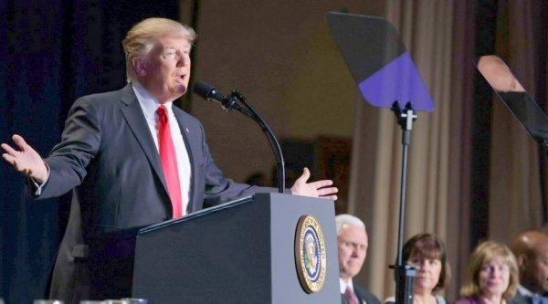 """Tổng thống Donald Trump: """"Chừng nào còn có Chúa, chúng ta sẽ không bao giờ đơn độc"""""""