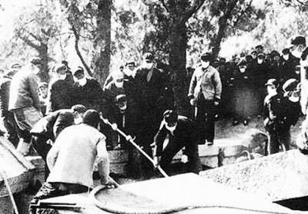 Đào mộ người đã khuất trong thời Cách mạng Văn hóa tại TQ