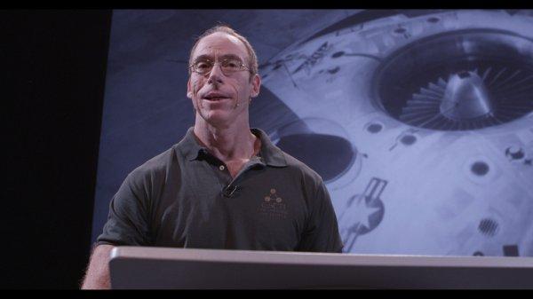 Nhà nghiên cứu tuyên bố triệu tập được người ngoài hành tinh và 2 UFO xuất hiện