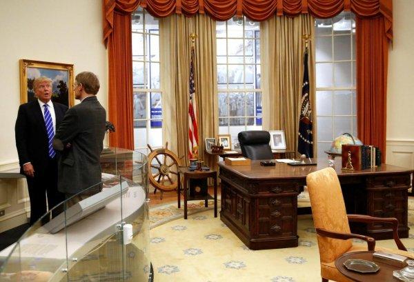 """5 vụ """"đột nhập"""" Nhà Trắng liên tiếp trong tháng 3, Tổng thống Trump đang gặp nguy hiểm?"""