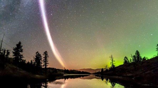 Dân Canada lần đầu thấy dải sáng rộng tới 25 km chạy dọc bầu trời