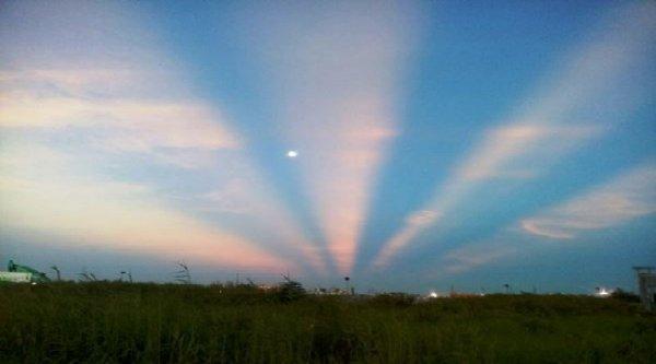 Những vệt sáng lạ xuất hiện trên bầu trời Sài Gòn