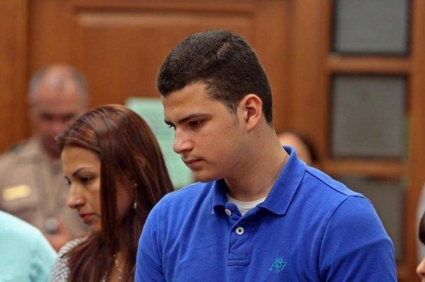 """""""Hình phạt cao nhất"""" mà người mẹ dành cho cậu bé 15 tuổi vì tội giết con gái mình"""