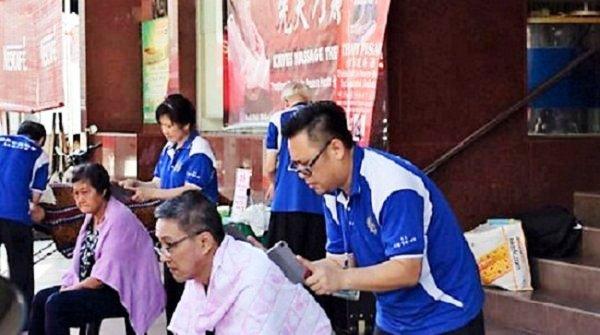 Dịch vụ massage bằng dao chặt thịt ở Malaysia, bạn có dám thử?