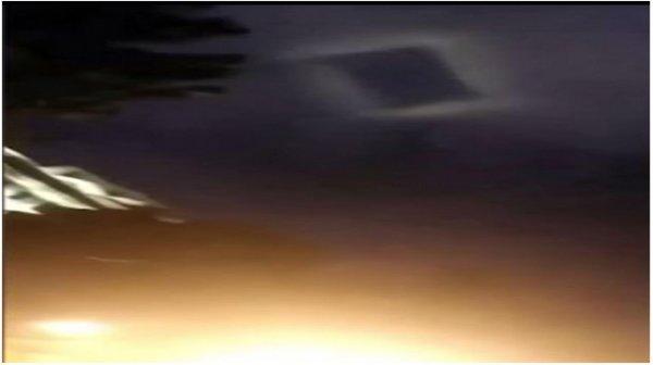 Xuất hiện vật thể lạ giống thảm bay phát sáng khiến dân Trung Quốc hoang mang