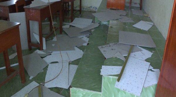 Vĩnh Long: Sập trần phòng học, 9 em học sinh nhập viện