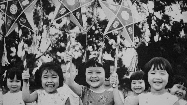 Tuổi thơ trong veo qua những bức ảnh Trung thu xưa