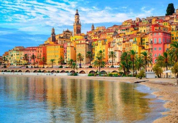 Những thành phố rực rỡ sắc màu trên thế giới