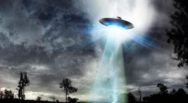 Cựu chuyên gia Lầu Năm Góc tiết lộ: Người ngoài hành tinh đã đến Trái Đất