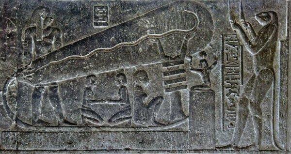 Những hình khắc cho thấy Ai Cập cổ đại từng tiếp xúc với người ngoài hành tinh