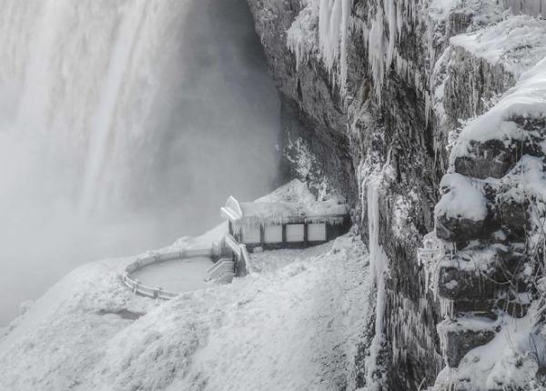 Chiêm ngưỡng vẻ đẹp băng giá của thác Niagara