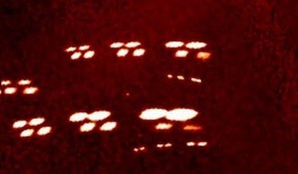 Hạm đội phi thuyền ngoài hành tinh lọt vào camera tàu vệ tinh của NASA