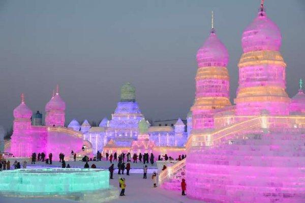 Thưởng thức nghệ thuật từ Lễ hội băng đăng lớn nhất thế giới