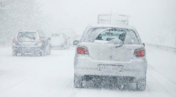 Xe chở thủ tướng Thuỵ Điển gặp tai nạn trong bão tuyết