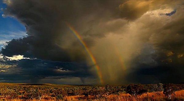 Cầu vồng kép xuất hiện giữa cơn giông ở Australia