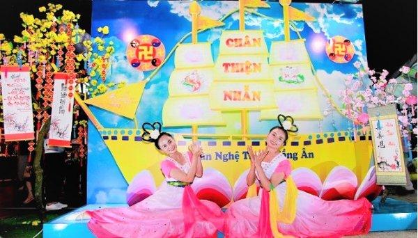 Sài Gòn: Giới thiệu vẻ đẹp của Pháp Luân Đại Pháp tại Hội chợ The Saigon Market