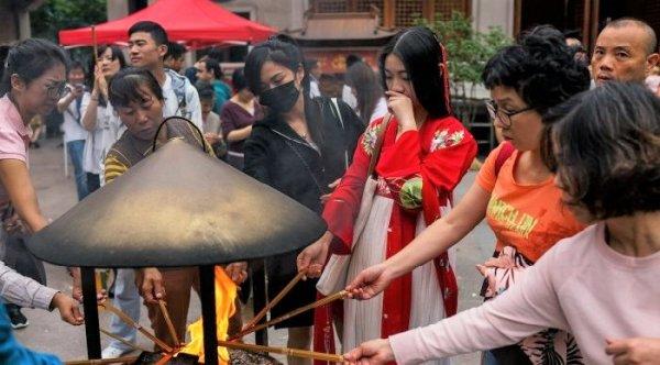 Trong lúc tuyệt vọng, quan chức Trung Quốc vô thần lại quay về với Thần Phật