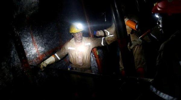 Nam Phi: Hơn 1.000 công nhân kẹt dưới mỏ vàng do bão