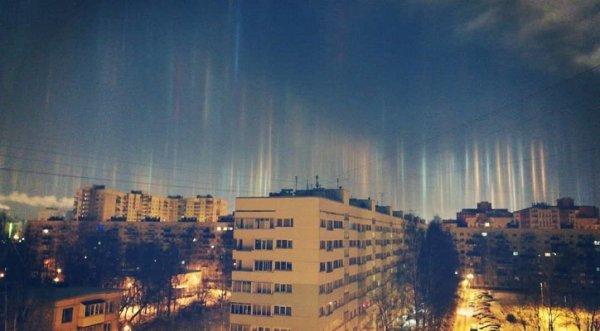 Hàng loạt cột sáng nhiều màu xuất hiện trên bầu trời Nga
