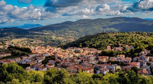Thị trấn xinh đẹp Italy rao bán hàng trăm căn nhà giá… 1 euro